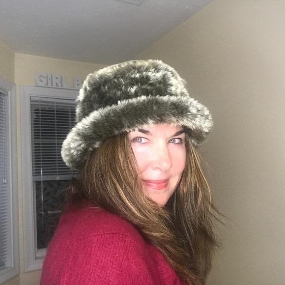 Parkhurst Accessories - Faux Fur Hat